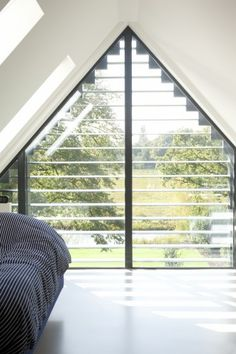 Apex window with view of the river Large Window Curtains, Gable Window, Villa, Dormer Windows, Decor Inspiration, Interior Windows, Wooden House, Deco Design, Modern Bedroom