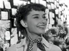 Audrey Hepburn in Roman Holiday short pixie hair cut Audrey Hepburn Pixie, Audrey Hepburn Roman Holiday, Audrey Hepburn Ballet, Aubrey Hepburn, Holiday Hairstyles, Pixie Hairstyles, Medium Hairstyles, Wedding Hairstyles, Carolina Herrera