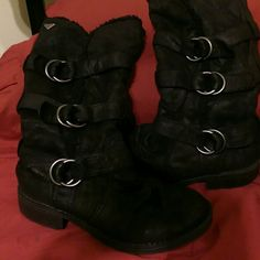 Shop Women's Roxy Black size Combat & Moto Boots at a discounted price at Poshmark. Wedges, Warm, Closet, Shoes, Things To Sell, Black, Fashion, Moda, Armoire