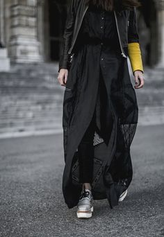 worryaboutitlater / streetstyle vienna / all black outfit