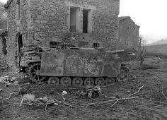 WWII B&W Photo German StuG Sdkfz 142 Italy WW2 /4056