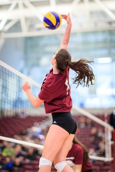 Volleyball Poses, Volleyball Skills, Volleyball Practice, Volleyball Workouts, Female Volleyball Players, Volleyball Shorts, Coaching Volleyball, Volleyball Pictures, Women Volleyball