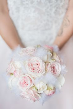 Soft pink roses and white feathers for this lovely bridal bouquet that seems sent from heaven. | Wedding in the South of France by Celebrate Agency