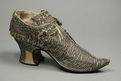 Late 17th century, England - Shoe - Silk satin, metallic thread lace, wood, leather, silk