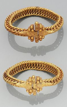 Persia or Greater Syria | Pair of Seljuk gold bangles | 11th / 12th century | Est. 8'000 - 12'000£ ~ (Oct '13)