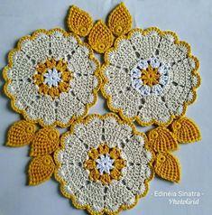 Best 7 Crochet Folded Petal Flower Tutorial 57 Part 1 of 2 Fiori all'Uncinetto con bottoni usati – SkillOfKing. Crochet Slipper Pattern, Crochet Motif Patterns, Crochet Designs, Crochet Cord, Freeform Crochet, Cute Crochet, Crochet Dishcloths, Crochet Doilies, Crochet Flowers