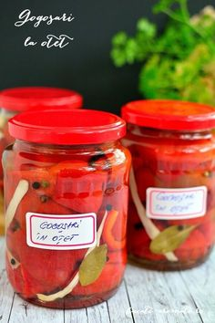 Pickled pepper with vinegar with spices (in Romanian) Side Recipes, Vegan Recipes, Vegan Stuffed Peppers, Homemade Pickles, Romanian Food, Pastry Cake, Vegetable Sides, How To Make Homemade, Vinegar