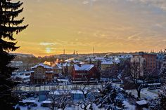 A gorgeous winter sunrise over the smoky and snow covered rooftops. Rooftops, Hdr, New York Skyline, Sunrise, Winter, Travel, Rooftop, Viajes, Traveling