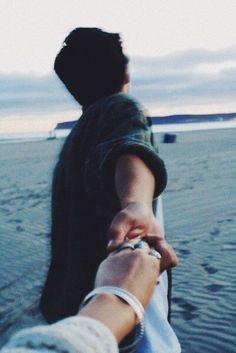 @ardillahv *couple goals taking hands*/*fotos en pareja tomandose de las manos/#tumblr/#couplegoals