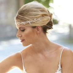Embrace a relaxed wedding look with a messy updo hairstyle; channel boho vibes with a laid back look like Meghan Markle wore Wedding Hairstyles Tutorial, Wedding Hairstyles With Veil, Bride Hairstyles, Laid Back Wedding, Relaxed Wedding, Wedding Looks, Bridal Looks, Bridal Hair Inspiration, Messy Updo