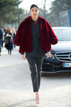 wow. that whole combo is major... that fur is spectacular.   #CarolineIssa in Paris.