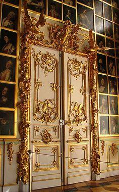 #luxuryhomemagazine #luxurydoors #beautifuldoors