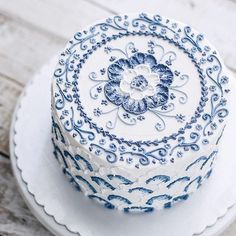 Blue and white delft-style cake. Blue and white delft-style cake. Fancy Cakes, Cute Cakes, Pretty Cakes, Gorgeous Cakes, Amazing Cakes, Cake Cookies, Cupcake Cakes, Cupcakes Decorados, Slow Cooker Desserts