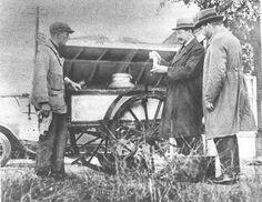 keurmeesters aan het peilen van melk.