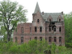 Top 20 Amazing Abandoned Mansions of the World