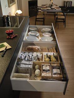 LINE Silk Three levels of drawers di Santos Kitchen Dinning, Kitchen Tops, Kitchen Decor, Kitchen Cabinet Design, Modern Kitchen Design, Kitchen Interior, Kitchen Organization, Kitchen Storage, Kitchen Pantry
