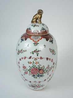 SAMSON Grand pot ovoïde couvert en porcelaine polychrome,