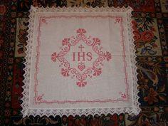 I & DU: Weihkorbdecke Fibre And Fabric, Winter Christmas, Hanukkah, Hand Embroidery, Christianity, Catholic, Bohemian Rug, Diy And Crafts, Textiles