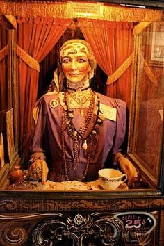 Fortune telling machines with animatronic figures inside of mysterious Gypsies, Swamis, or Wizards? Gypsy Fortune Teller, Creepy, Dark Circus, Fortune Telling Cards, Penny Arcade, Free Psychic, Vintage Circus, Vintage Carnival, Coney Island