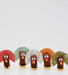 Turkeys out of left over Halloween candy! Darling to look at and yummy to eat-Lissa miniatures, candi turkey, treat bags, turkey treat, halloween candy, candies, snacks, places, place mats