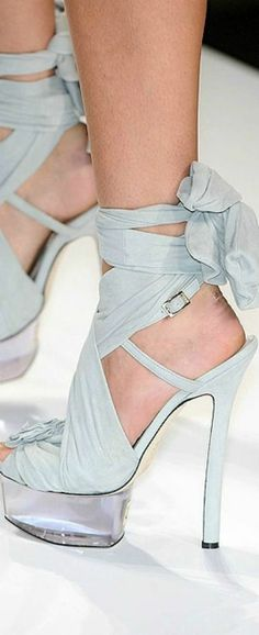 i like that these have a strap and the wrap
