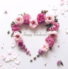 wishes you a happy weekend! Bon Weekend, Happy Weekend, Happy Day, Happy Morning, Happy Saturday, Weekend Greetings, Tout Rose, Happy Valentines Day Images, Valentine Wreath