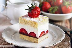 Na wakacyjne danie nie zrobisz nic lepszego niż ciasto z truskawkami! Zobacz jakie to proste! Odważ się i zakochaj się w tym smaku! Do dzieła!