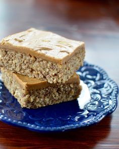 Peanut butter oatmeal breakfast bars. A filling breakfast full of protein, fiber, and omega 3's ! They are gluten and dairy free!
