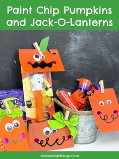 Paint Chip Pumpkins and Jack-O-Lantern Patch Craft #KIDCRAFT #ClassroomHalloweenCraft #PaintChipCraft Crafts For Kids To Make, Projects For Kids, Cool Diy Projects, Diy And Crafts, Diy Halloween Decorations, Halloween Crafts, Holiday Crafts, Halloween Jack, Diy Halloween Costumes