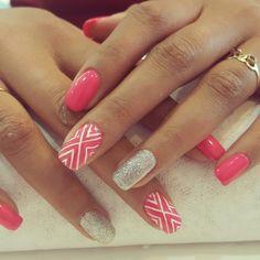 Esmaltado permanente + gliter + diseño lineas 💅❤ Christmas Nail Art Designs, Christmas Nails, Manicure And Pedicure, Pedicure Ideas, Nail Ideas, Nail Inspo, Beauty, Ideas Para, Outfit