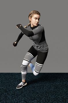 Karlie Kloss in the new adidas by Stella McCartney gear . Female Action Poses, Female Pose Reference, Pose Reference Photo, Drawing Reference Poses, Anatomy Reference, Outfits Leggins, Drawing Body Poses, Fighting Poses, Anatomy Poses