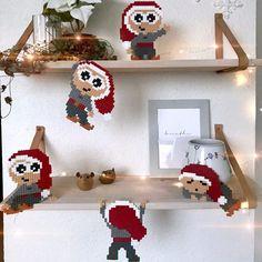 Nu kan den ikke trækkes længere!Der skal laves juleperlerier, og der skal laves mange af dem!I app'en 'Det Perler' er der idag lagt kravlenisser ind, så der nu både er kravlenisser og snefnug/julestjerner i app'en.Der er meget mere på vej, både i app'en, men også her på b