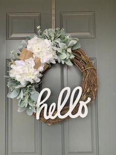 Diy Spring Wreath, Summer Door Wreaths, Diy Wreath, Holiday Wreaths, Tulle Wreath, Winter Wreaths, Wreath Burlap, Wreath Ideas, Wood Wreath