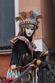 Venice Carnival Costumes, Venetian Carnival Masks, Carnival Of Venice, Hidden Face, Fire Heart, Carnivals, People Of The World, Clowns, Faeries
