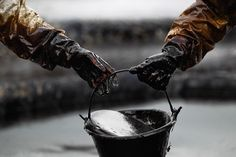U.S. oil futures dropped on Friday... http://ift.tt/1SLefSV  #Wti #Crude #Brent #oil #futures #shares #contracts #CFD #Trade #traders