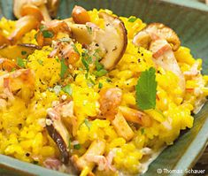 Safranrisotto mit Steinpilzen und Eierschwammerln Ethnic Recipes, Food, Porcini Mushrooms, Koken, Food Food, Rezepte, Meals