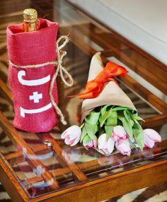 LOVE, burlap ♥ Personalized Valentine's Day Wine Bag, Red Burlap, $13. ♥ https://www.etsy.com/shop/loveburlap