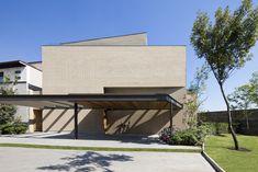 Break-up of monotonous facade - Interior seems exterior Gallery of Casa Tierra / Serrano Monjaraz Arquitectos - 1