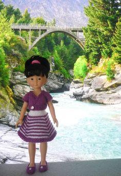 La jupe est inspirée de la robe de Stickatillbarbie n° 259. Le cache-coeur est celui porté précédemment par Capucine en Australie. Il vient du blog Les Chéries de Vaniline CAPUCINE EN NOUVELLE ZELANDE (9)