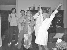"""Aparentemente, esta foto retrató la reacción de Jennifer Lawrence cuando anunciaron su nominación al Oscar por """"Winter's Bone""""."""