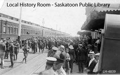 Troops gathered on train platform | saskhistoryonline.ca