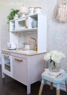 How to customize your IKEA DUKTIG Play Kitchen to match any space in your home. Check out this adorable play kitchen dressed in pink! Ikea Toy Kitchen Hack, Diy Play Kitchen, Kitchen Hacks, Play Kitchens, Kitchen For Kids, Kitchen Makeovers, Ikea Toys, Play Corner, Pretty Kids