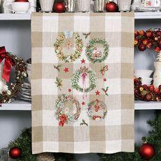 Lin : Torchon «Couronnes de Noël» à broder au point de croix