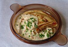 Húsos rakott palacsinta gombamártással Waffles, Pancakes, Hummus, Lunch, Ethnic Recipes, Food, Pancake, Eat Lunch, Essen