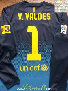 Relive Barcelona s 2012 2013 La Liga season with this vintage Nike  goalkeeper football shirt. 2250782b69ead