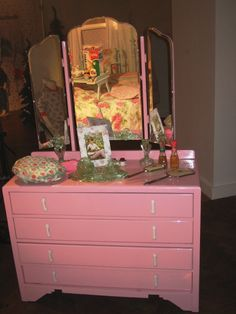 vintage dressing table- this beauty has so many possibilities