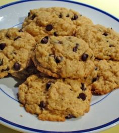 A ready-to-eat chocolate chip protein cookie dough recipe designed for one serving with 20 grams of protein and only 227 calories. Oatmeal Raison Cookies, Healthy Oatmeal Cookies, Protein Cookie Dough, Protein Cookies, Chewy Chocolate Chip Cookies, Raisin Cookies, Crunchy Cookies Recipe, Healthy Candy, Healthy Snacks