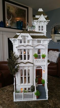 Greggs Miniature Imaginations: San Fransisco House Made from Cardboard Victorian Dollhouse, Diy Dollhouse, Victorian Homes, Modern Dollhouse, Cardboard Dollhouse, Miniature Rooms, Miniature Houses, Casas The Sims 4, Doll House Plans