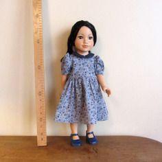 Habit de poupée : robe bleue à fleurs, manches ballons pour poupée maru and friends ou journey girls.