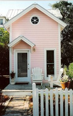 ♥ this pink house  I would LOVE to see the inside